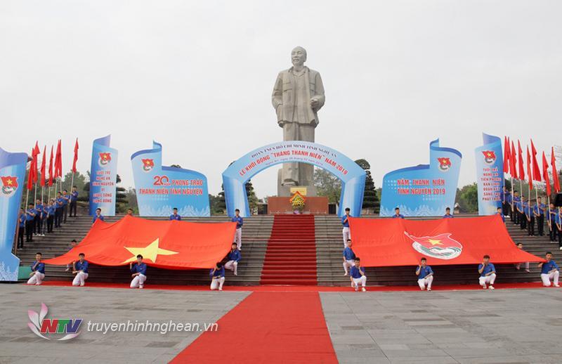 Lễ khởi động được tổ chức tại Quảng trường Hồ Chí Minh, TP Vinh.