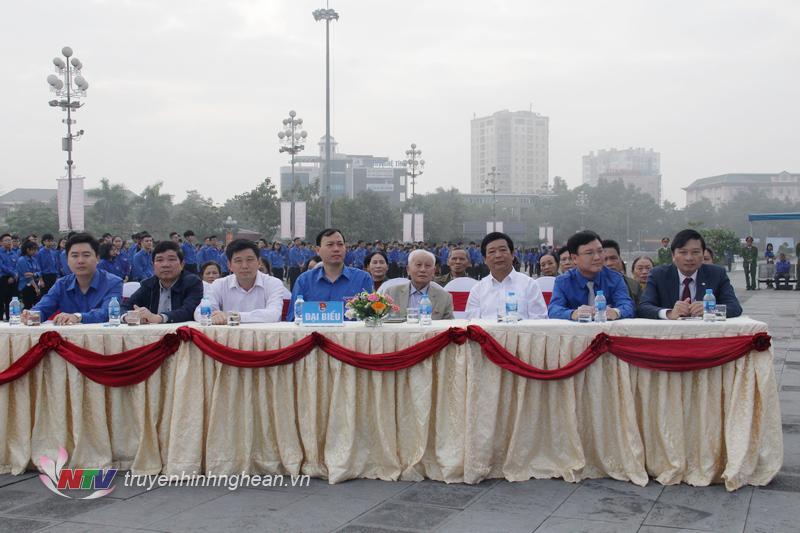 Các đại biểu dự lễ khởi động.