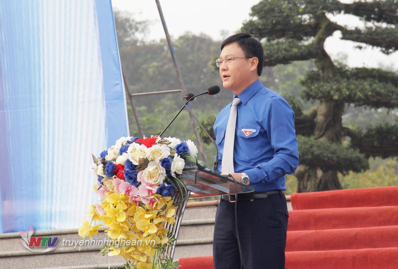 Đồng chí Phạm Tuấn Vinh - Ủy viên BTV Trung ương Đoàn, Bí thư Tỉnh đoàn phát biểu khởi động Tháng thanh niên và Năm Thanh niên tình nguyện 2019.