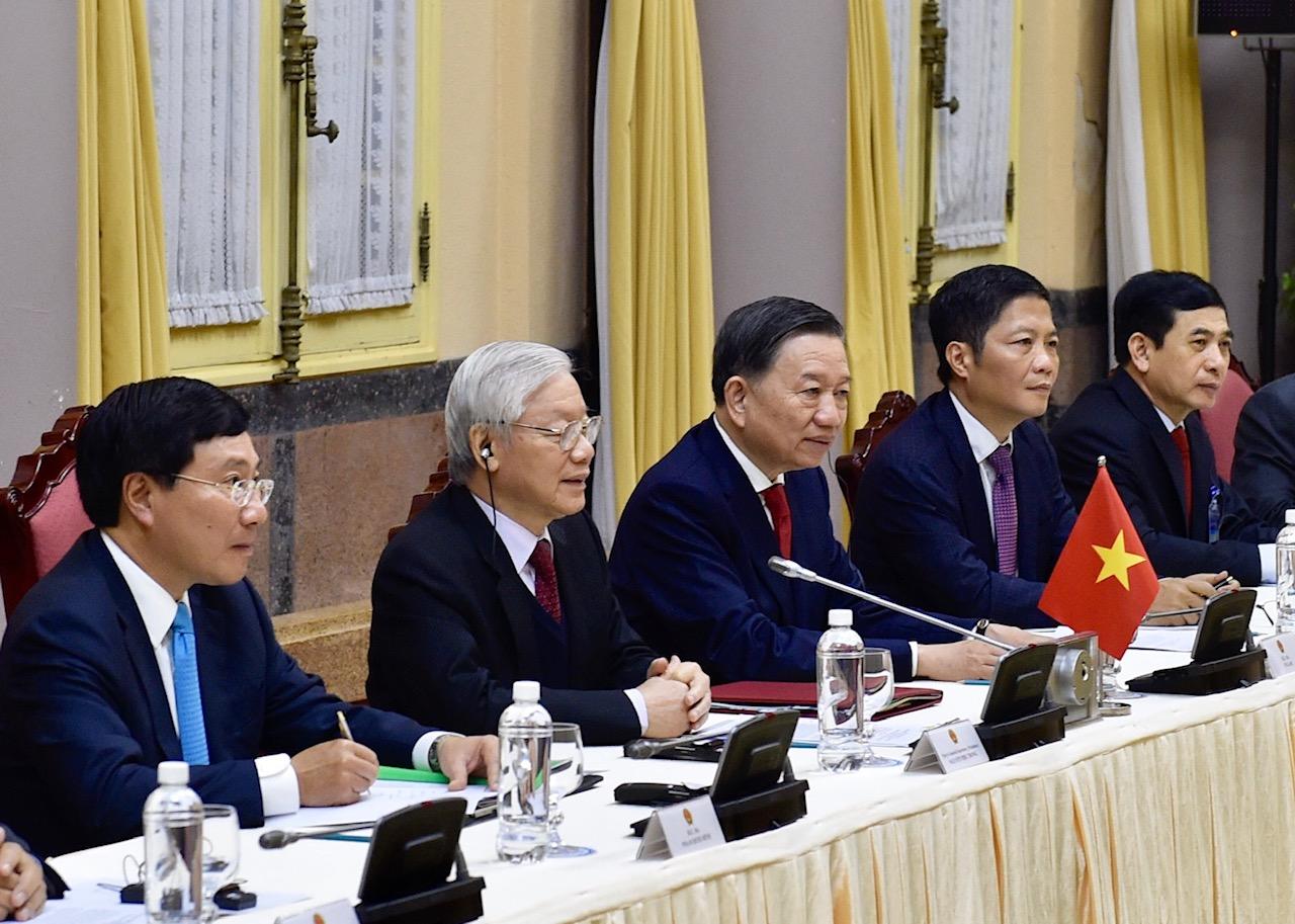 Cùng dự hội đàm với Tổng Bí thư và Chủ tịch nước Nguyễn Phú Trọng có các thành viên Chính phủ.