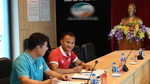 Trọng Hoàng ký hợp đồng với CLB Viettel vào phút chót.
