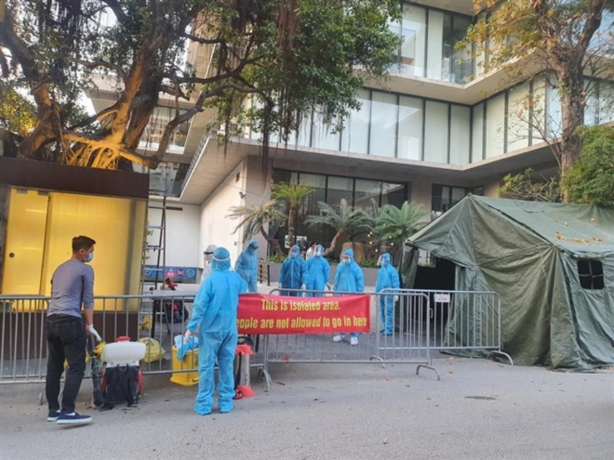 Cách ly khách sạn nơi bệnh nhân Nhật Bản dương tính SARS-CoV-2 thiệt mạng
