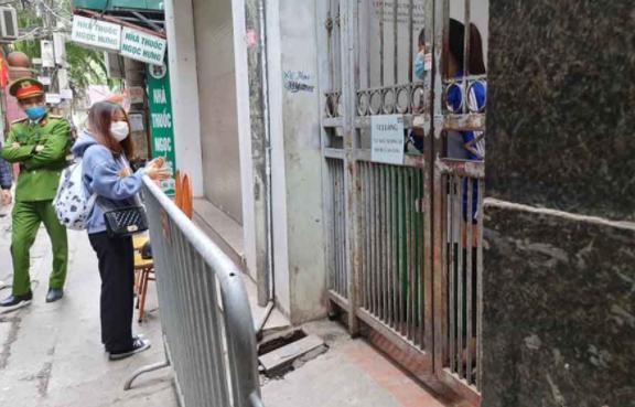 Phong tỏa nhà trọ của BN1654 tại ngõ 92 đường Nguyễn Khánh Toàn, quận Cầu Giấy