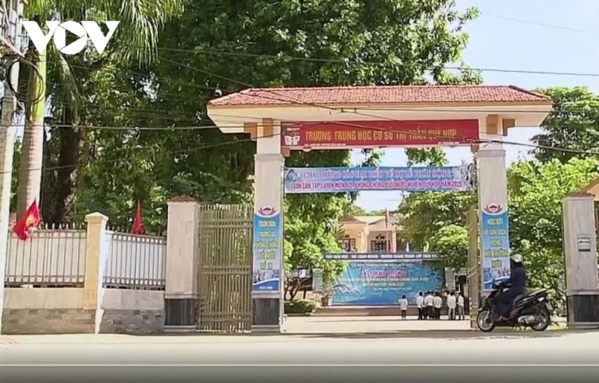Trường THCS thị trấn Qùy Hợp nơi xảy ra sự việc.