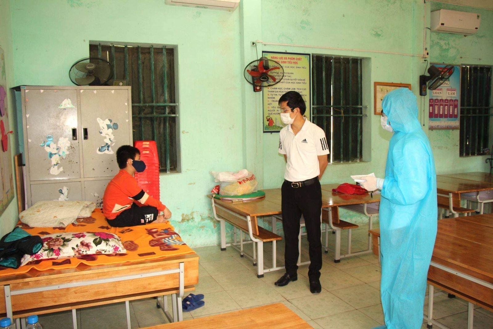 Học sinh trong khu cách ly tại Trường Tiểu học Lai Cách (Cẩm Giàng, Hải Dương). Ảnh: BYT