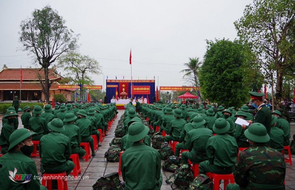 Quang cảnh lễ giao nhận quân huyện Hưng Nguyên.