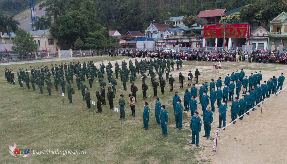 Quang cảnh lễ giao nhận quân huyện Kỳ Sơn.