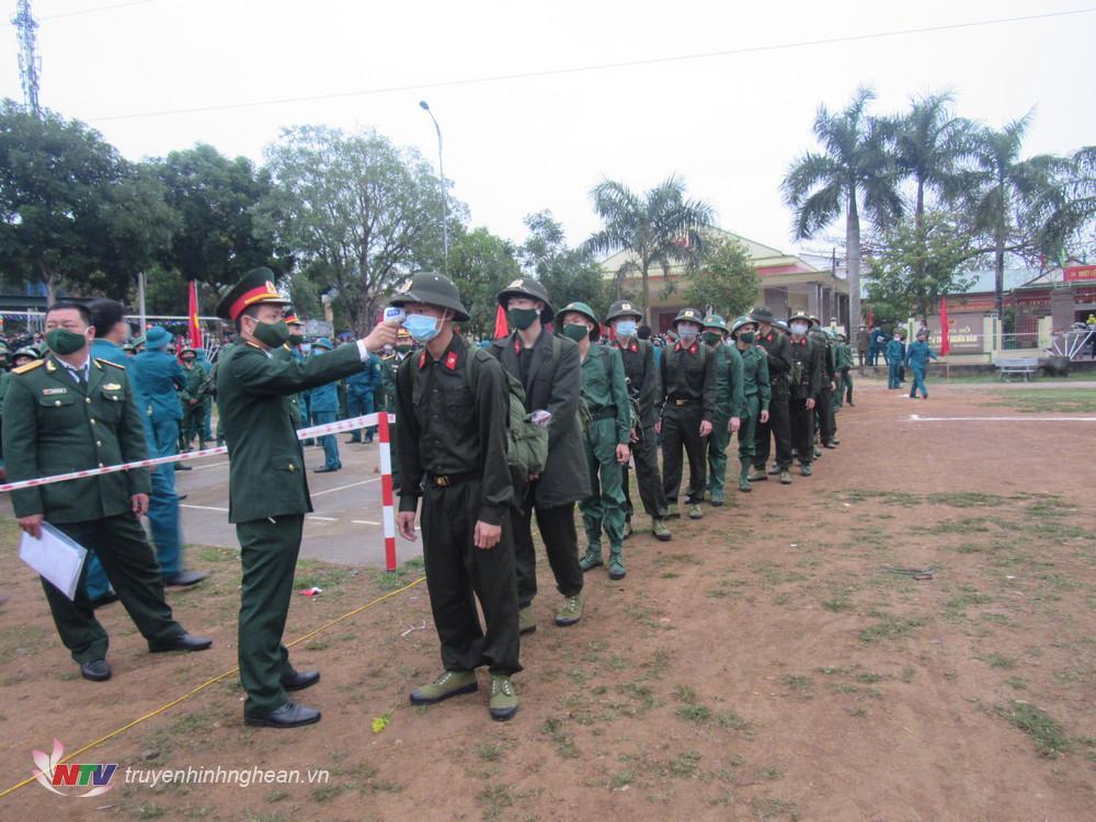 Triển khai công tác phòng chống dịch Covid-19 tại lễ giao nhận quân.