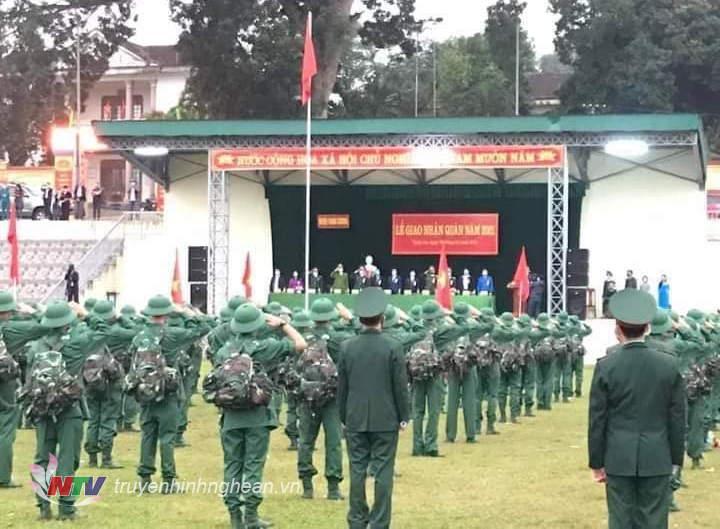 Quang cảnh lễ giao nhận quân huyện Thanh Chương.