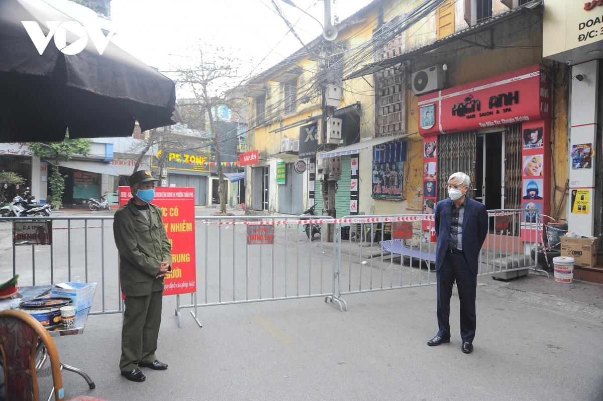 Lãnh đạo thành phố Hải Dương kiểm tra tại khu cách ly y tế phố Trần Bình Trọng, phường Trần Phú.