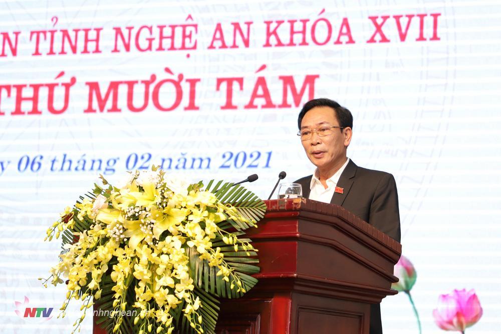 Giám đốc Sở Tài chính Nguyễn Xuân Hải - Đại diện cơ quan chủ trì soạn thảo trình bày báo cáo tiếp thu, giải trình về tờ trình, dự thảo Nghị quyết.