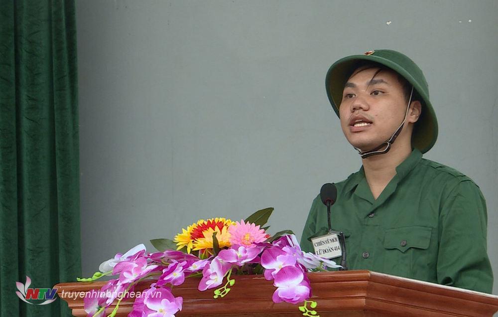 Đại diện chiến sỹ mới đọc tuyên thệ.
