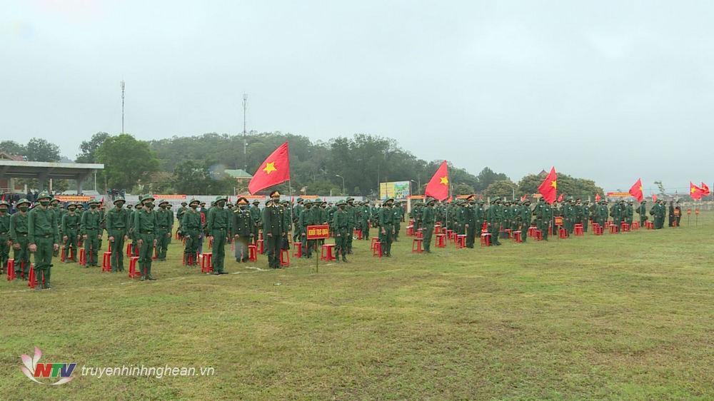Quang cảnh lễ giao nhận quân huyện Nam Đàn.