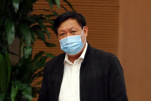 Thứ trưởng Bộ Y tế Đỗ Xuân Tuyên trả lời về kế hoạch tiêm chủng vắc-xin Covid-19 từ nguồn hỗ trợ của Giải pháp tiếp cận vắc-xin Covid-19 toàn cầu (COVAX Facility) dành cho Việt Nam. Ảnh: VGP