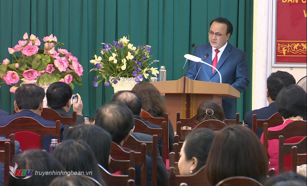 Đồng chí Nguyễn Nam Đình - Ủy viên Ban Thường vụ Tỉnh ủy, Bí thư Đảng ủy Khối Các cơ quan tỉnh phát biểu tại Lễ trao tặng Huy hiệu 30 năm tuổi Đảng.