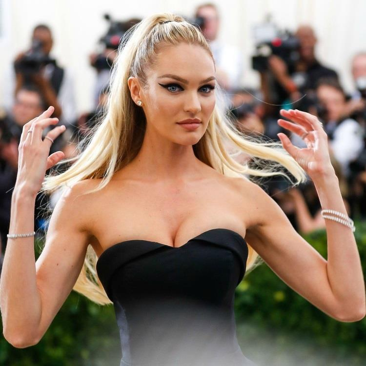 """Victoria's Secret hiện còn ba thiên thần thế hệ cũ là Candice Swanepoel, Behati Prinsloo và Lily Aldridge, trong đó Candice là gương mặt nổi bật nhất. Sau thời gian nghỉ sinh, cô tích cực hoạt động trở lại, """"hâm nóng"""" Instagram cá nhân bằng những bộ ảnh áo tắm nóng bỏng. Gương mặt đẹp, đôi mắt xanh cuốn hút chính là """"vũ khí"""" giúp chân dài Nam Phi vẫn giữ được sức hút theo năm tháng. Người hâm mộ dự đoán Candice sẽ sớm trở lại đường đua những siêu mẫu thu nhập cao nhất thế giới."""