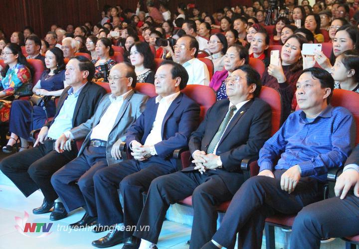 Các đại biểu dự đêm nhạc tri ân nhạc sỹ Hồ Hữu Thới.