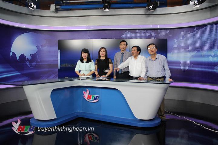 Đoàn cán bộ Đài PT-TH Hà Tĩnh tham quan Studio Minh Hồng.