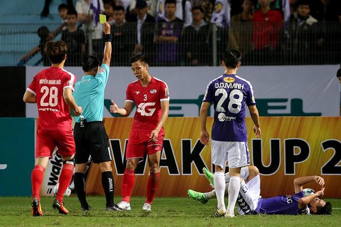 Sau trận đấu giữa Viettel và Hà Nội ở vòng 3, cả trọng tài Trần Đình Thịnh và Quế Ngọc Hải đều bị phạt nặng