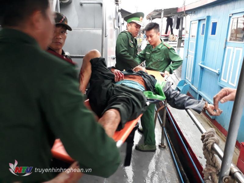 Lực lượng cứu hộ khẩn trương cấp cứu nạn nhân vụ nổ