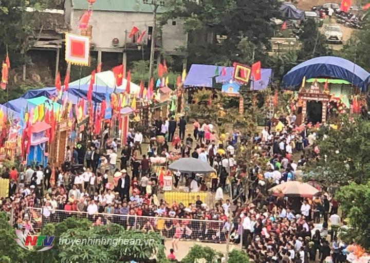   Hàng nghìn du khách thập phương về với Lễ hội Đền Chọng 2019. Ảnh: Mai Linh  