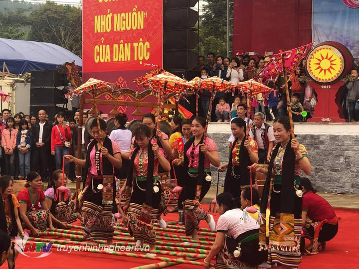 Tiết mục nhảy sạp truyền thống