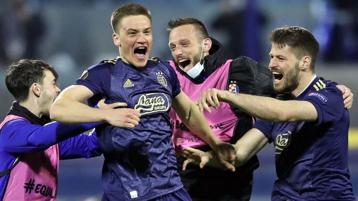 Các cầu thủ Dinamo Zagreb ăn mừng chiến thắng kinh điển trước Tottenham. (Ảnh: AP),