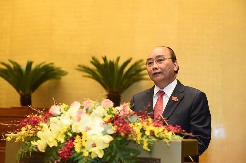 Thủ tướng Nguyễn Xuân Phúc trình bày báo cáo tại Quốc hội