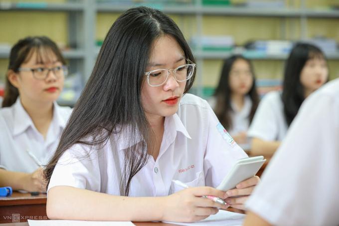 Học sinh ôn tập để dự thi tốt nghiệp THPT 2020.