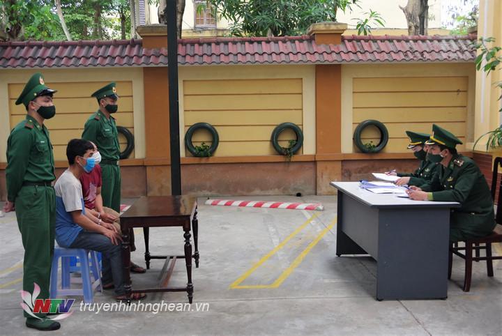 2 đối tượng có hành vi tổ chức cho 5 người Việt Nam xuất cảnh trái phép sang Lào