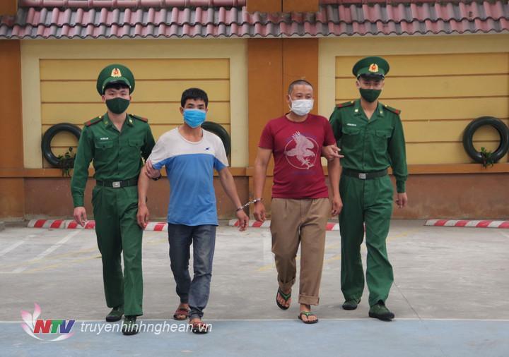 2 đối tượng có hành vi tổ chức cho 5 người Việt Nam xuất cảnh trái phép sang Lào.