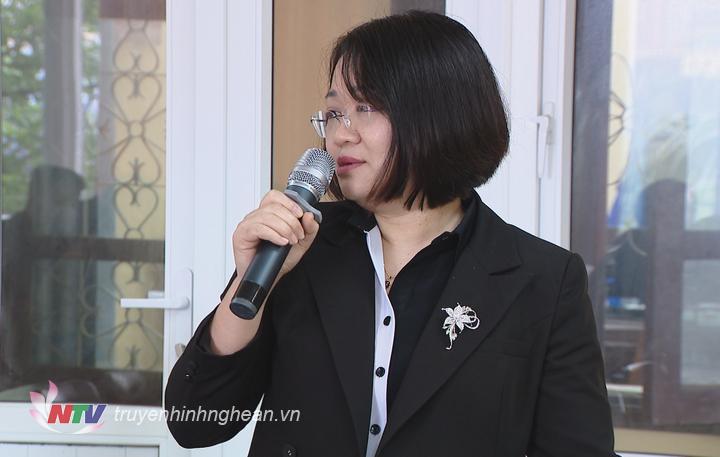 Phó Giám đốc Đài PTTH Nghệ An Trần Thị Huyền nêu ý kiến tại hội nghị.