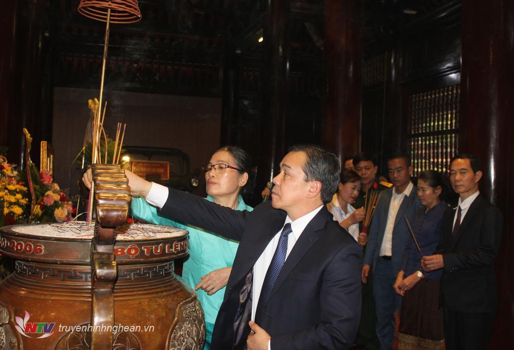 Đại sứ Đặc mệnh toàn quyền nước CHDCND Lào tại Việt Nam