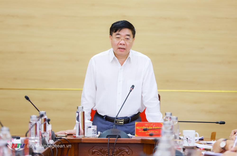 Phó Bí thư Thường trực Tỉnh ủy Nguyễn Văn Thông phát biểu kết luận tại cuộc giao ban.