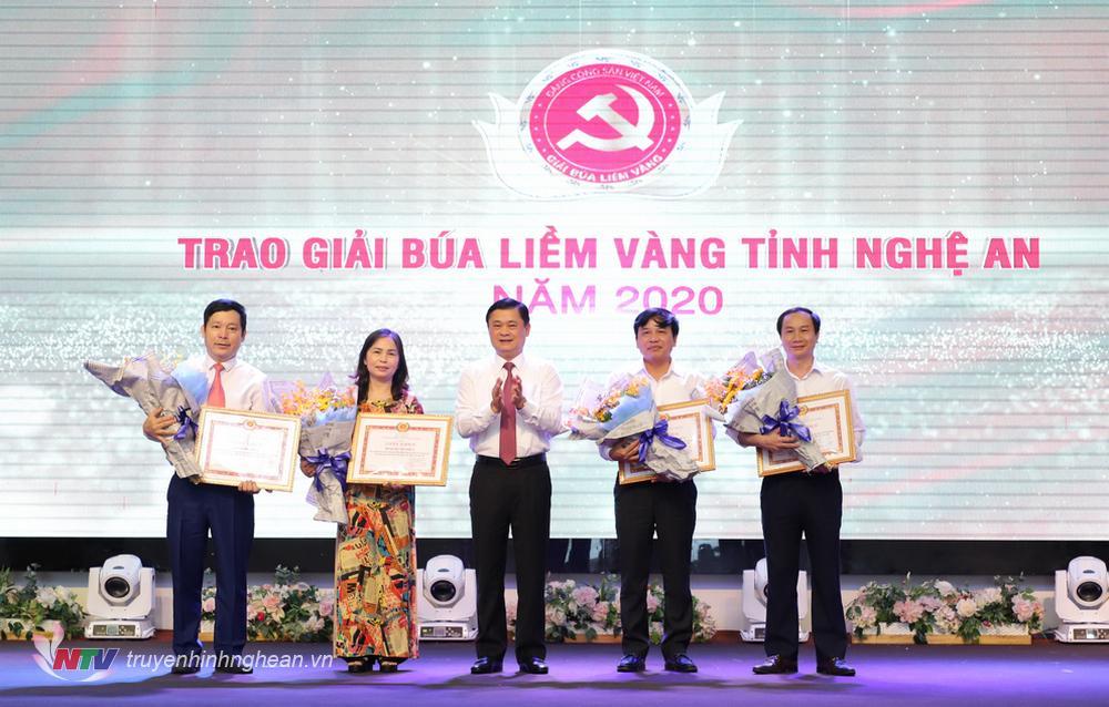 Bí thư Tỉnh uỷ Thái Thanh Quý trao