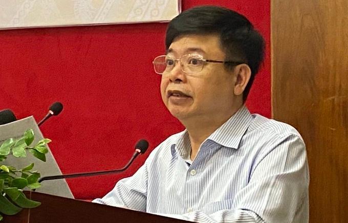 Ông Trần Quốc Túy thông tin về thẻ bảo hiểm y tế mới tại hội nghị sáng 24/3.