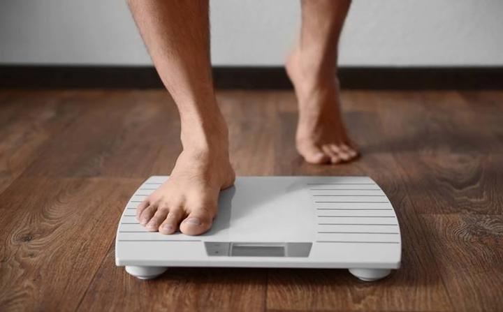 Giảm cân đột ngột: Nếu bạn đột ngột giảm cân dù không thay đổi chế độ ăn uống hay thói quen tập thể dục, rất có thể đó là dấu hiệu của bệnh ung thư tuyến tụy, dạ dày hoặc phổi.