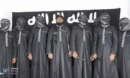 IS công bố ảnh nghi phạm đánh bom. Người đứng giữa là Moulvi Zahran Hashim, thủ lĩnh tổ chức Hồi giáo cực đoan NTJ. Chưa rõ hai anh em nhà Ibrahim đứng ở đâu.
