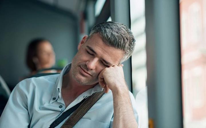 Mệt mỏi: Mệt mỏi rã rời, kiệt sức ngay cả khi đã nghỉ ngơi nhưng vẫn không cảm thấy khá hơn. Đó có thể là dấu hiệu của một số loại ung thư.