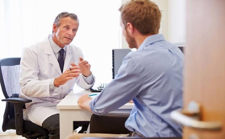 Thay đổi ở tinh hoàn: Phần lớn các vết sưng trên tinh hoàn thường không cần điều trị. Tuy nhiên, đó cũng có thể là một dấu hiệu ung thư tinh hoàn, bệnh phổ biến ở nam giới trong độ tuổi 20-35.