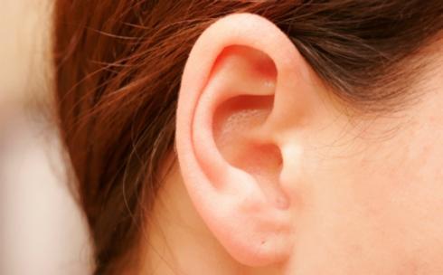Sử dụng Glycerine: Thành phần này giúp làm mềm ráy tai, từ đó, việc loại bỏ ráy tai sẽ trở nên dễ dàng hơn chỉ trong vài phút. Ngoài ra, nó còn giúp làm sạch ống tai, ngăn ngừa nhiễm trùng hay ù tai.