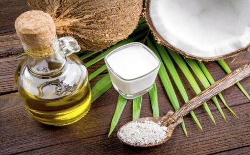 Dầu dừa: Ngoài tính chất bôi trơn và chống vi khuẩn, dầu dừa còn là một thành phần lý tưởng dùng trong việc lấy ráy tai, làm thông thoáng ống tai mà không làm tổn thương tai.