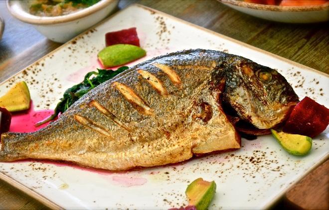 Ruột, mật, não cá là những bộ phận nên loại bỏ khi ăn cá.