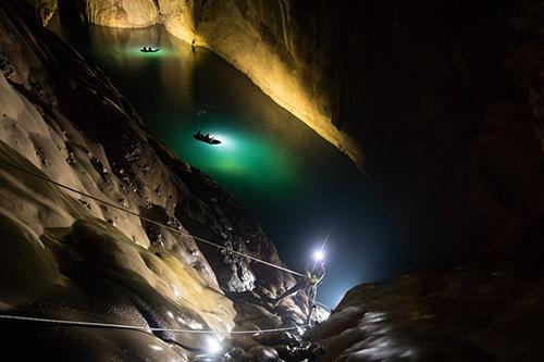 Sông ngầm trong hang Sơn Đoòng.