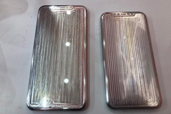 Hai khối kim loại được cho là bộ khung vỏ của iPhone 2019