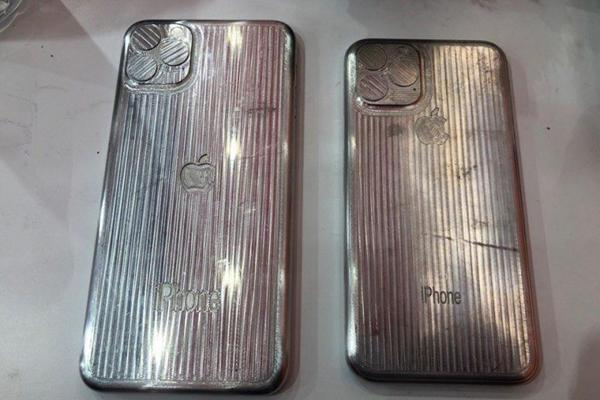 Mặt sau của khuôn vỏ với bộ 3 camera và dòng chữ iPhone sắc nét.
