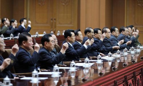 Quan chức tham gia phiên họp Hội đồng Nhân dân Tối cao Triều Tiên hôm 11/4.