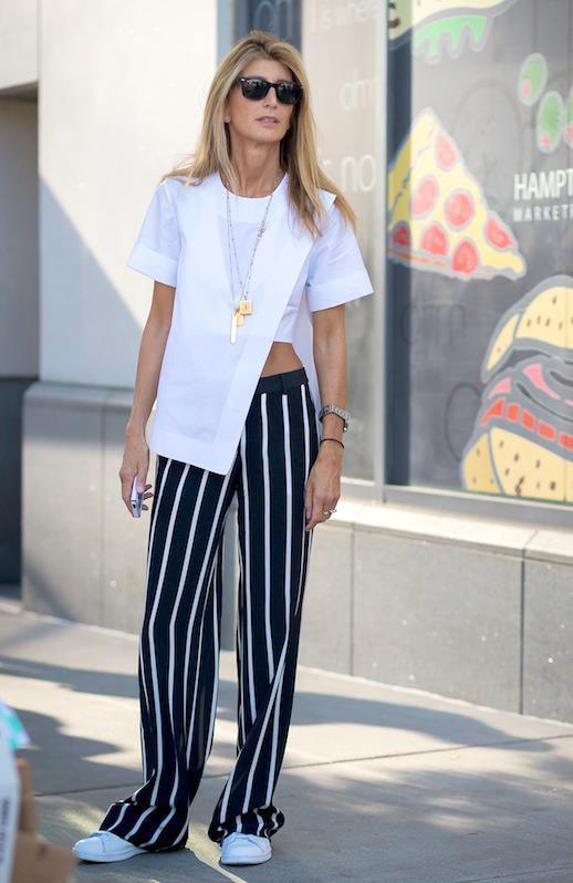 Cũng chính bởi phần ống rộng đặc trưng của quần, khi chọn áo đi kèm phái nữ tránh xa những thiết kế quá dài. Một món đồ với độ dài vừa phải, chất liệu cứng cáp sẽ phù hợp với mẫu quần này.