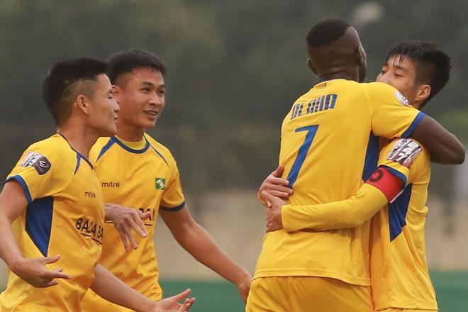 SLNA tạm vươn lên thứ 2 sau trận đấu sớm vòng 6 V.League 2019.