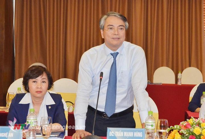 Chủ tịch Hội đồng thành viên Tập đoàn VNPT Trần Mạnh Hùng đánh giá cao kết quả hợp tác giữa Nghệ An và Tập đoàn VNPT.